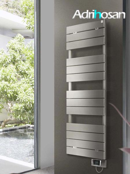 Radiador para calefacción central (agua) Hache en blanco.