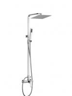 Columna de ducha monomando Asiut cromada. Conjunto de ducha monomando con un acabado en cromo brillo y una grifería de formas suaves con mando central