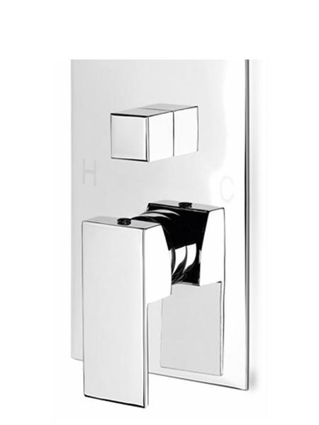 Mezclador empotrado Monomando con desviador 2 salidas adr. Seleccione con un click la salida deseada, rociador superior o mango de ducha.