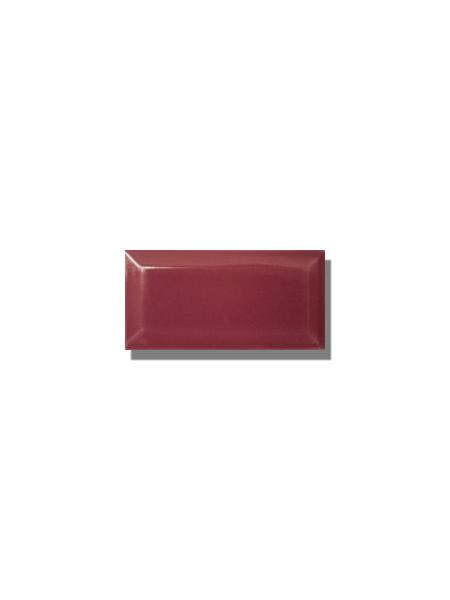 Azulejo biselado tipo metro fucsia 7.5x15 cm. Revestimiento biselado bicocción para decoraciones estilo vintage en baños o cocinas.