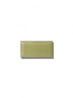 Azulejo biselado tipo metro pistacho 7.5x15 cm. Revestimiento biselado bicocción para decoraciones estilo vintage en baños o cocinas.