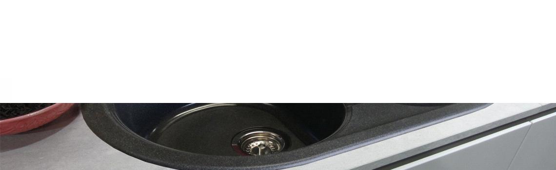 Fregadero de fibra domus redondo 1c+1e brillo sobre encimera. La utilización de fibra de vidrio permite fregaderos más ligeros y con mucho diseño.
