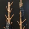 Tronco decorativo natural con base metálica .Cada pieza decorativa es única. Recolectadas de lo más profundo de los manglares tropicales.