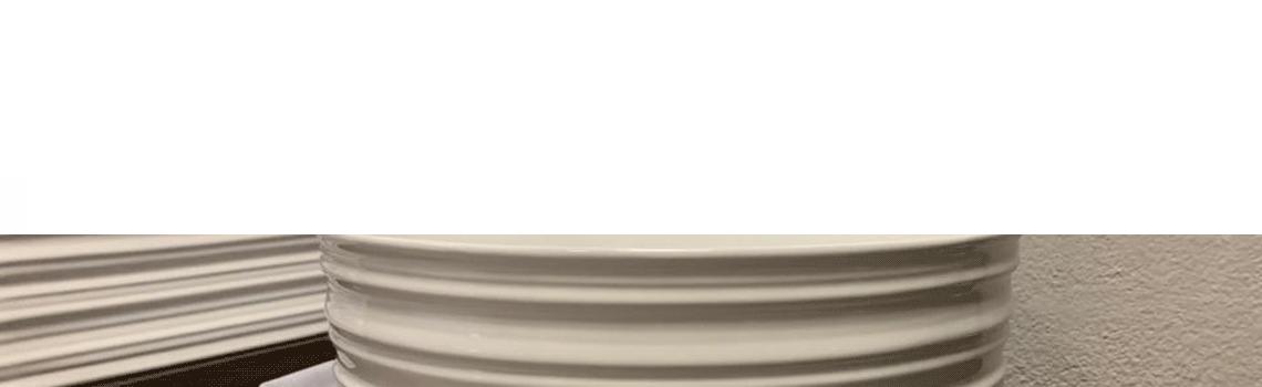 Lavabo cerámico aneto D41 x 18 cm exterior relieve. Un lavabo sobre encimera fabricado en porcelana sanitaria con un bonito decorado exterior.