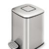 Papelera con pedal, depósito y disipador de olores 9 litros cromada.Dispone de asa exterior, apertura y cierre suave, disipador de olores.