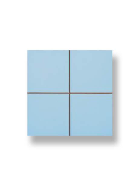 Revestimiento precorte 10x10 pasta roja liso celeste 20x20 cm. Un azulejo fácil de instalar y que te ofrecerá el aspecto de un azulejo 10x10 cm.