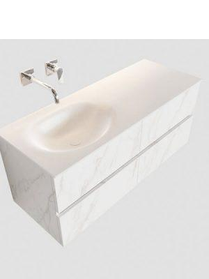 Mueble de baño suspendido Vica 120 carrara mate 4 cajones en acabado carrara mate . Un mueble de baño de seno izquierdo de apertura suave por uñero con encimera para grifo empotrado.