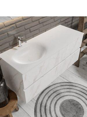 Mueble de baño suspendido Vica 120 carrara mate 4 cajones en acabado carrara mate . Un mueble de baño de seno izquierdo de apertura suave por uñero con encimera para grifo sobre encimera.