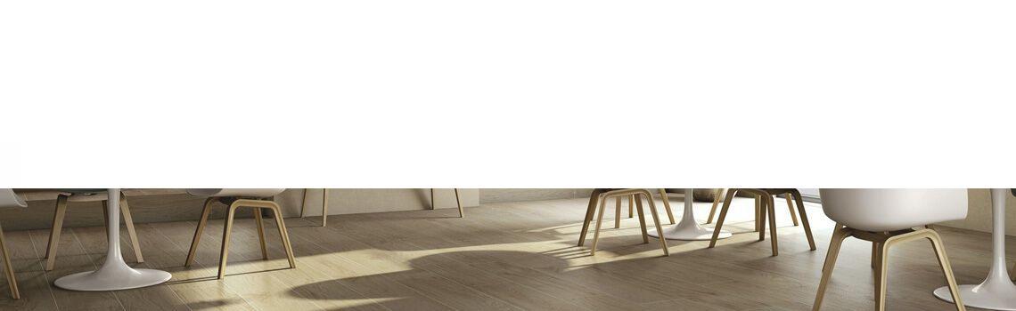 Pavimento porcelánico Ecija 25x100 cm imitación madera.