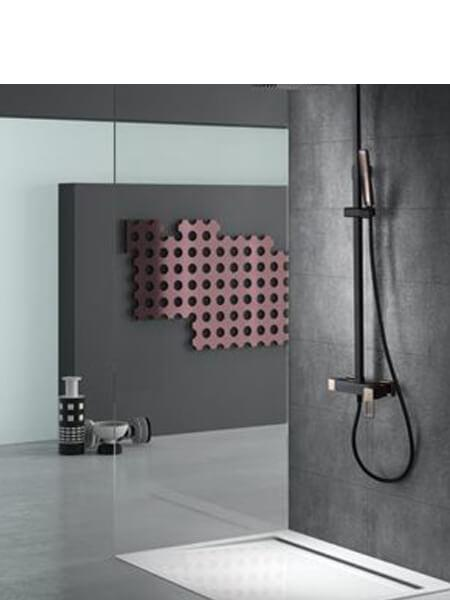 Columna de ducha monomando Voussac negro oro rosa.