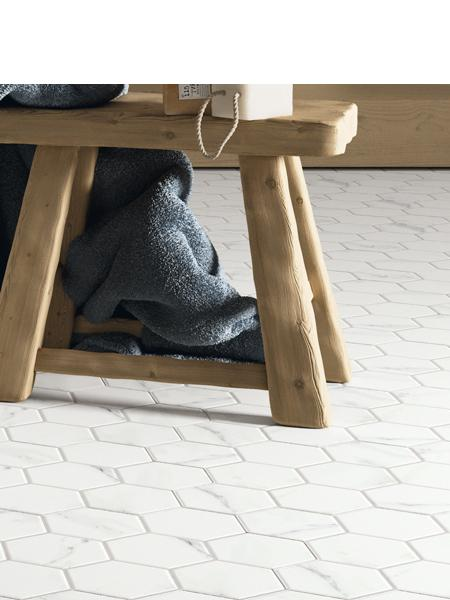 Pavimento hexagonal porcelánico hex calacatta 26,5 x 51 cm.