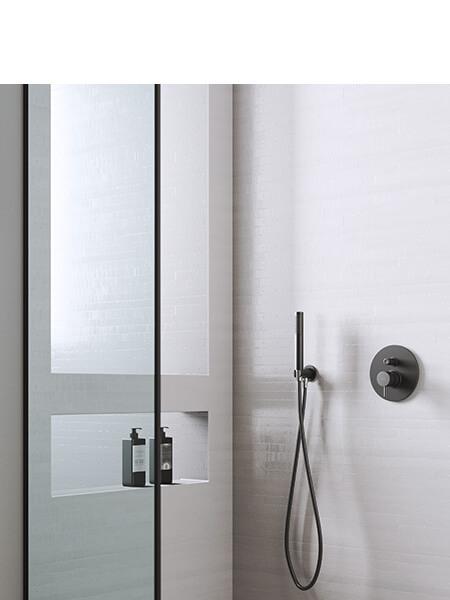 Conjunto ducha empotrado minimal negro mate Martelli Made in Italy.