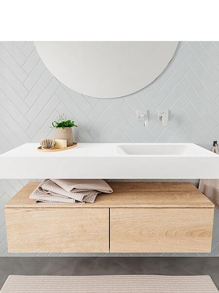 Mueble suspendido ALAN 120 cm de 2 cajones roble lavabo. Encimera con lavabo CLOUD derecha sin orificio blanco mate